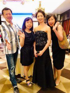 主賓の溝口葉子さんと一緒に撮影した写真