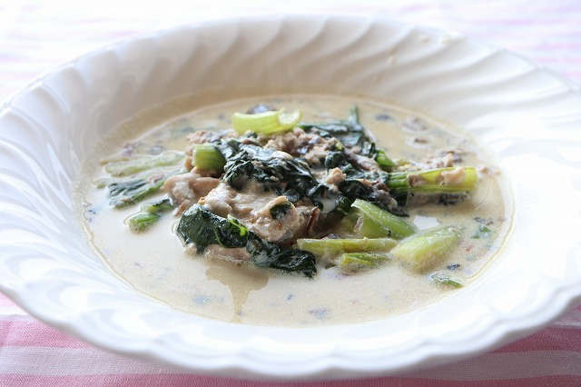 鯖缶と小松菜の豆乳仕立ての完成品