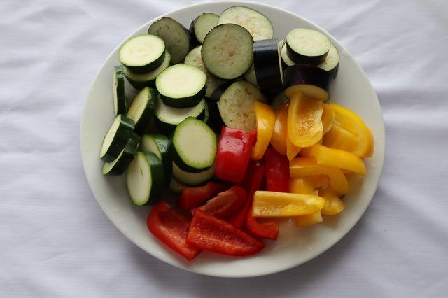 なす、ズッキーニなどの野菜を切ったところ