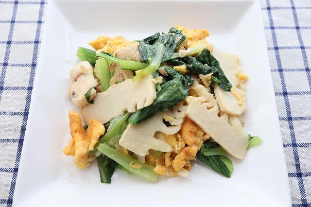 とり胸肉・卵・筍・小松菜の炒め物