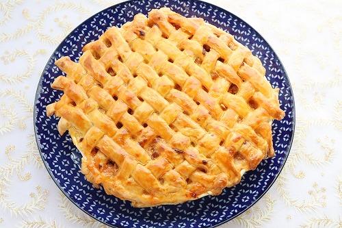 オーブンで焼いた焼き色のついたミートパイ