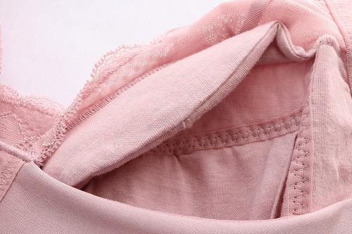DHC【下垂離れ胸対策ブラ】のカップ裏のデコルテ部分のアップ