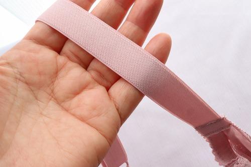 DHC【下垂離れ胸対策ブラ】の肩紐の裏側のアップ