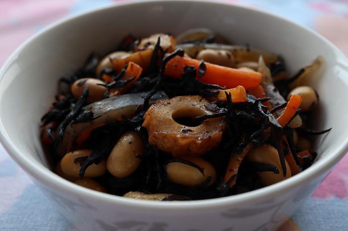大豆入りひじきの煮物の完成品のアップ
