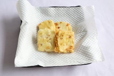 豆腐の天ぷらを揚げたところ