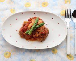 大豆入りイタリアンミートボールのトマト煮の完成品テーブルセッティングしたカバー写真
