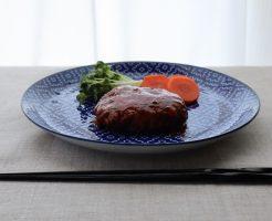 豆腐ハンバーグの完成品をお皿に盛って手前からの角度で撮影した写真