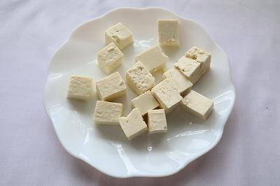 豆腐を切ったところ