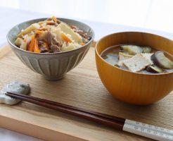 たけのこご飯と厚揚げの味噌汁のテーブルセッティング
